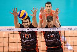 15-02-2017 NED: Draisma Dynamo - Ziraat Bankasi Ankara, Apeldoorn <br /> CEV Volleyball Challenge Cup 2017 / Dynamo verliest met 3-1 - Koray Sahin #15, Jeroen Rauwerdink #2
