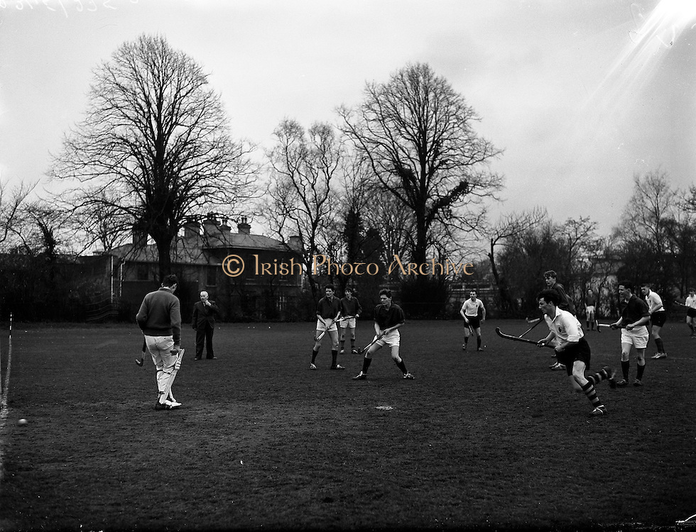 26/03/1960<br /> 03/26/1960<br /> 26 March 1960<br /> Interprovincial Hockey: Ulster v Combined Munster and South East at Claremount Road, Dublin. Ulster's centre-forward W. McVeigh (right) beats Munster goalie, Mercer for his sides 3rd goal.