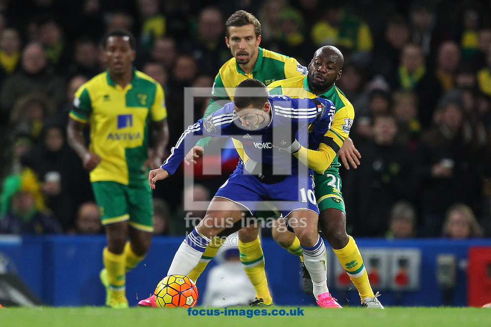 Youssouf Mulumbu of Norwich and Eden Hazard of Chelsea in action during the Barclays Premier League match at Stamford Bridge, London<br /> Picture by Paul Chesterton/Focus Images Ltd +44 7904 640267<br /> 21/11/2015