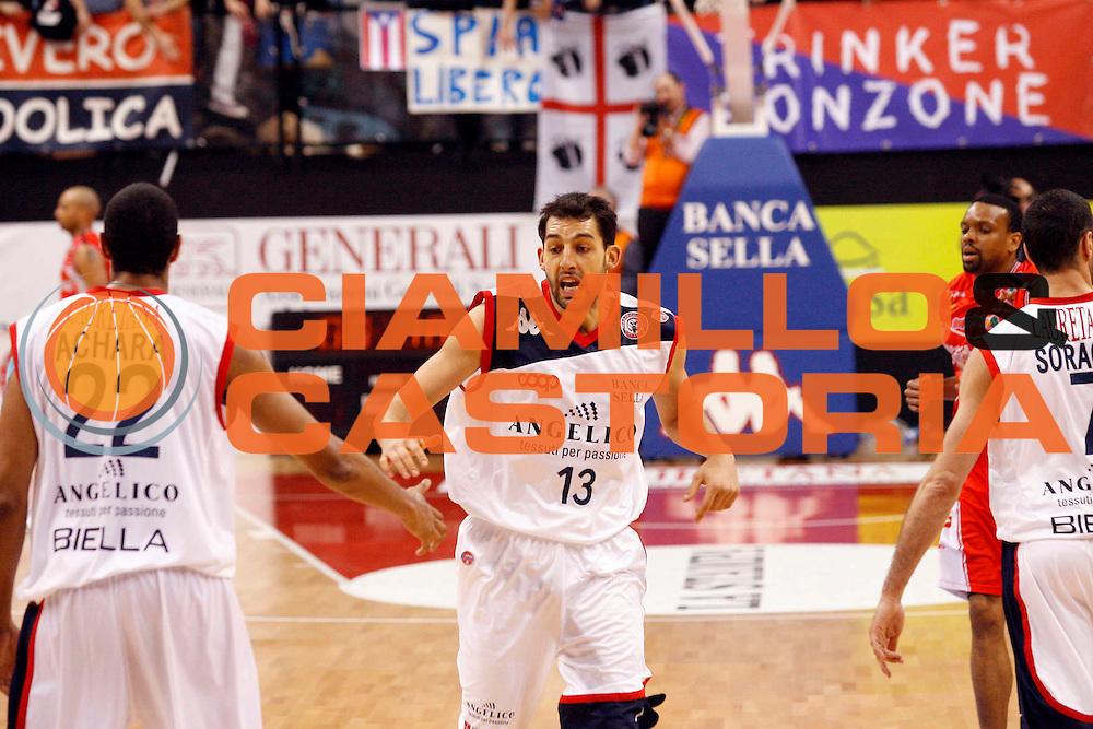 DESCRIZIONE : Biella Lega A 2009-10 Angelico Biella Cimberio Varese<br /> GIOCATORE : Luca Garri<br /> SQUADRA : Angelico Biella<br /> EVENTO : Campionato Lega A 2009-2010<br /> GARA : Angelico Biella Cimberio Varese<br /> DATA : 14/02/2010<br /> CATEGORIA : esultanza<br /> SPORT : Pallacanestro<br /> AUTORE : Agenzia Ciamillo-Castoria/E.Pozzo<br /> Galleria : Lega Basket A 2009-2010<br /> Fotonotizia : Biella Campionato Italiano Lega A 2009-2010 Angelico Biella Cimberio Varese<br /> Predefinita :