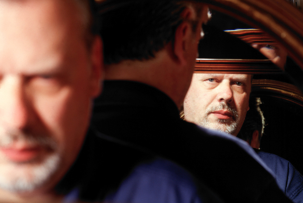 21 AUG 1996 - Feletto Umberto, Tavagnacco (UD) - Lo scrittore Paolo Maurensig nella sua casa. :-: Italian writer Paolo Maurensig at home