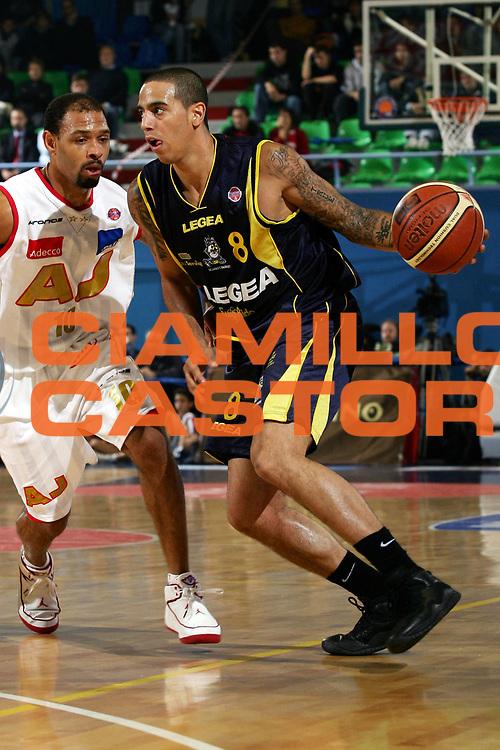 DESCRIZIONE : Pictures of the Week 3 Giornata Lega A1 2006-07 <br /> GIOCATORE : Apodaca <br /> SQUADRA : Legea Scafati <br /> EVENTO : Campionato Lega A1 2006-2007 <br /> GARA : Armani Jeans Milano Legea Scafati <br /> DATA : 19/10/2006 <br /> CATEGORIA : Penetrazione <br /> SPORT : Pallacanestro <br /> AUTORE : Agenzia Ciamillo-Castoria/L.Lussoso <br /> Galleria : Pictures of the Week 2006-2007 <br /> Fotonotizia : Pictures of the Week 3 Giornata Campionato Italiano Lega A1 2006-2007 <br /> Predefinita :