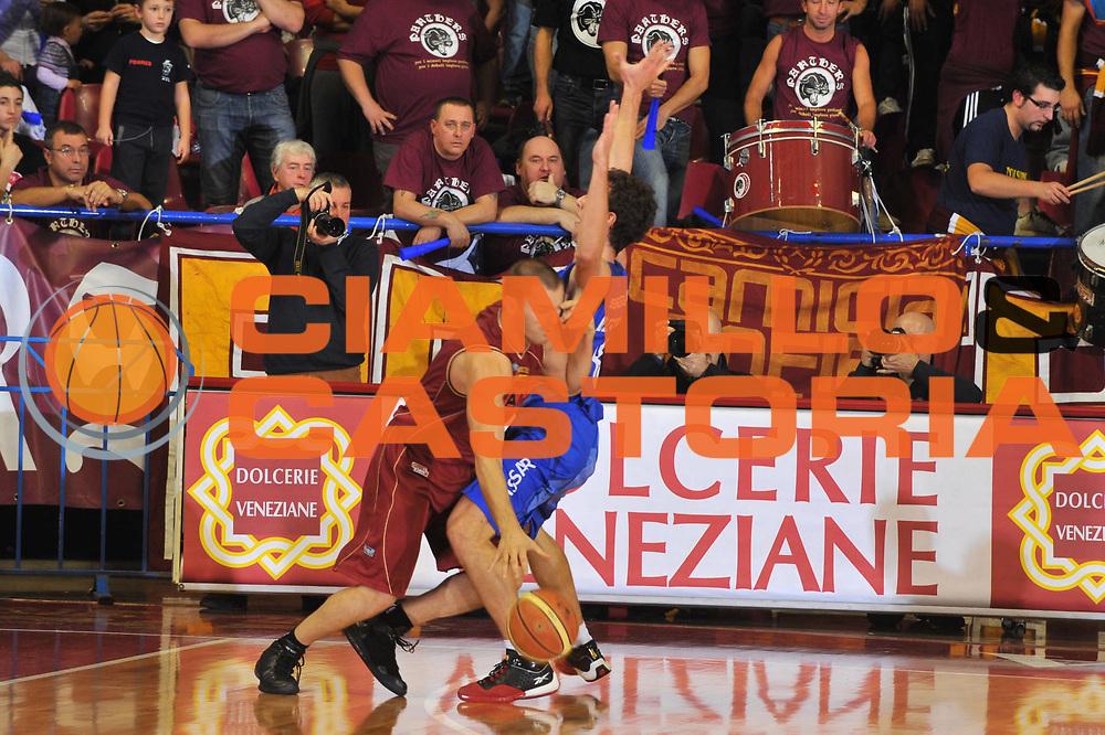 DESCRIZIONE : Venezia Lega A2 2009-10 Umana Reyer Venezia Banco di Sardegna Sassari<br /> GIOCATORE : Alberto Causin<br /> SQUADRA : Umana Reyer Venezia<br /> EVENTO : Campionato Lega A2 2009-2010<br /> GARA : Umana Reyer Venezia Banco di Sardegna Sassari<br /> DATA : 29/11/2009<br /> CATEGORIA : Palleggio<br /> SPORT : Pallacanestro <br /> AUTORE : Agenzia Ciamillo-Castoria/M.Gregolin<br /> Galleria : Lega Basket A2 2009-2010 <br /> Fotonotizia : Venezia Campionato Italiano Lega A2 2009-2010 Umana Reyer Banco di Sardegna Sassari<br /> Predefinita