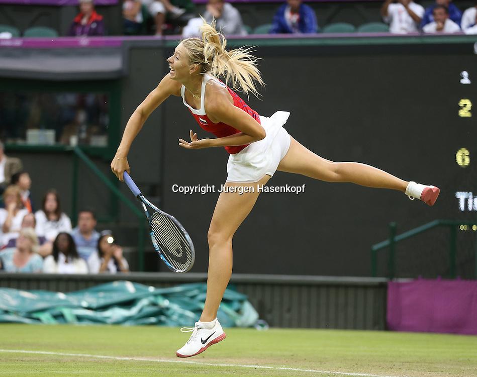 Olympiade,Wimbledon,AELTC,London 2012.Olympic Tennis Tournament,Maria Sharapova (RUS),Aktion,Einzelbild,Ganzkoerper,Querformat,