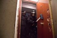 Policias antidisturbios abren a mazazos la puerta del piso de Rebeca Ferreruela, de 34 anos, y su esposo Santos Dual Salazar, de 46 anos. Ellos tienen tres hijos, en su momento de 3, 11 y 16 anos. Rebeca y Santos no tenian trabajo y dependian de una ayuda social de 626 euros. Ocuparon un piso propiedad de Bankia. La familia trato de pagar un alquiler simbolico, pero el banco insistio en desalojarlo. Decenas de policias antidisturbios llevaron a cabo el desahucio a pesar de las protestas de decenas de activistas por lel derecho a la vivienda.