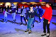Mannheim. 03.11.17 | Eisdisco in der Eishalle.<br /> Neckarstadt. Leistungszentrum Eissport.<br /> Eisdisco in der Eislaufhalle.<br /> Zu Black, House 80er, 90er und aktuellen Charts über die Eisfläche tanzen, die neuesten Sprünge zeigen oder einfach Freunde treffen und mit ihnen Runden zu tollen Lichteffekten drehen.<br /> <br /> <br /> BILD- ID 22177 |<br /> Bild: Markus Prosswitz 03NOV17 / masterpress (Bild ist honorarpflichtig - No Model Release!)
