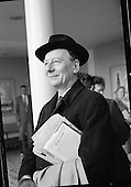 1961-23/04 Sir John Gielgud and John Penny