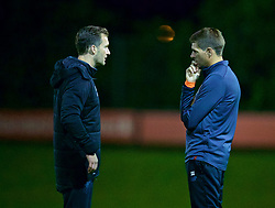 KIRKBY, ENGLAND - Friday, August 25, 2017: Liverpool's Under-18 manager Steven Gerrard and Academy Director Alex Inglethorpe during an Under-18 FA Premier League match between Liverpool and Newcastle United at the Kirkby Academy. (Pic by David Rawcliffe/Propaganda)