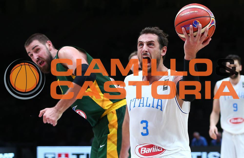 DESCRIZIONE : Lille Eurobasket 2015 Quarti di Finale Quarter Finals Lituania Italia Lithuania Italy<br /> GIOCATORE : Marco BElinelli<br /> CATEGORIA : tiro sottomano<br /> SQUADRA : Italia Italy<br /> EVENTO : Eurobasket 2015 <br /> GARA : Lituania Italia Lithuania Italy<br /> DATA : 16/09/2015 <br /> SPORT : Pallacanestro <br /> AUTORE : Agenzia Ciamillo-Castoria/Y.Matthaios<br /> Galleria : Eurobasket 2015 <br /> Fotonotizia : Lille Eurobasket 2015 Quarti di Finale Quarter Finals Lituania Italia Lithuania Italy