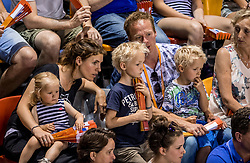 28-05-2017 NED: 2018 FIVB Volleyball World Championship qualification day 5, Apeldoorn<br /> Nederland - Slowakije / publiek, support, nevobo