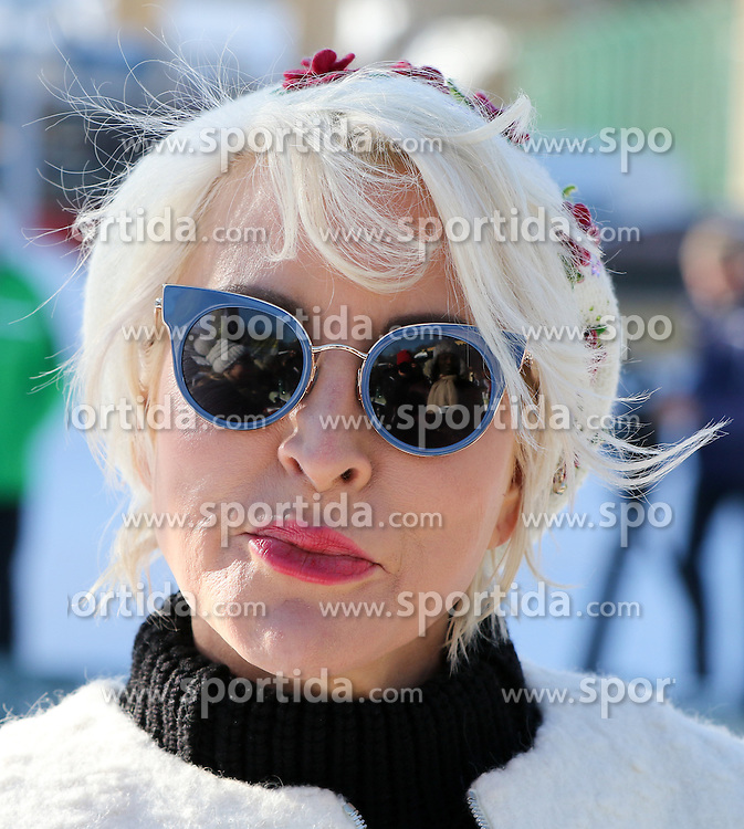 24.01.2017, Planai, Schladming, AUT, FIS Weltcup Ski Alpin, Slalom, Herren, Prominenten-Eisstockschießen, ländliches Mittagsvergnügen, im Bild Heather Mills (GBR) // Heather Mills of Great Britain during a ice stock event prior to the Schladming FIS Ski Alpine World Cup 2017 at the Planai in Schladming, Austria on 2017/01/24. EXPA Pictures © 2017, PhotoCredit: EXPA/ Martin Huber