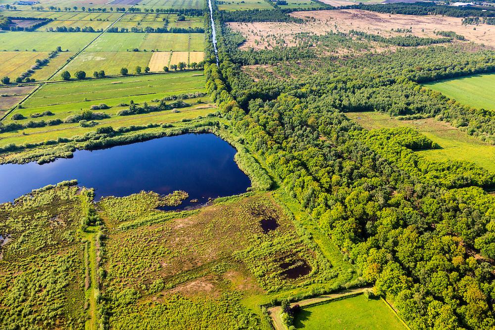 Nederland, Brabant, Gemeente Deurne, 27-05-2013; Kanaal van Deurne, tussen Neerkant en Helenaveen (ten oosten van Neerkant). Rechts gebied Het Zinkske, restant van het veen van de Peel. Links natuurgebied 't Molentje was landbouwgebied, ontgonnen hei en vee (Peelontginning). <br /> Remainders of (reclaimed) peatland and bog, know as the Peel.<br /> luchtfoto (toeslag op standard tarieven)<br /> aerial photo (additional fee required)<br /> copyright foto/photo Siebe Swart