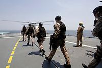 """25 SEP 2006, GOLF VON TADJURA/DJIBOUTI:<br /> Soldaten der Spezialisierten Einsatzkraefte Marine, ausgeruestet fuer """"Fast Roping"""" - das abseilen auf ein fremdes Schiffes zur Ueberpruefung - aufdem Weg zu  einem Hubschrauber Typ Sea Lynx auf der Fregatte """"Schleswig-Holstein"""". Die Fregatte ist als Flaggschiff Teil des deutschen Marinekontingents der OPERATION ENDURING FREEDOM und operiert im Seegebiet am Horn von Afrika<br /> IMAGE: 20060925-01-096<br /> KEYWORDS: Dschibuti, Bundeswehr, Marine, Soldat, Soldaten, Afrika, Africa"""