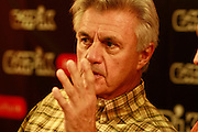 10.09.2006 Warszawa spotkanie John Irving z czytelnikami w EMPiK w Juniorze.Fot Piotr Gesicki John Irving american writer on meeting with his polish readers in Warsaw Poland photo Piotr Gesicki