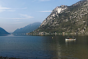 Fischerboot auf dem Luganer See, Lago di Lugano bei Porlezza, Lombardei, Italien | fishing boat on Lake Lugano,  Porlezza, Lombardy, Italy