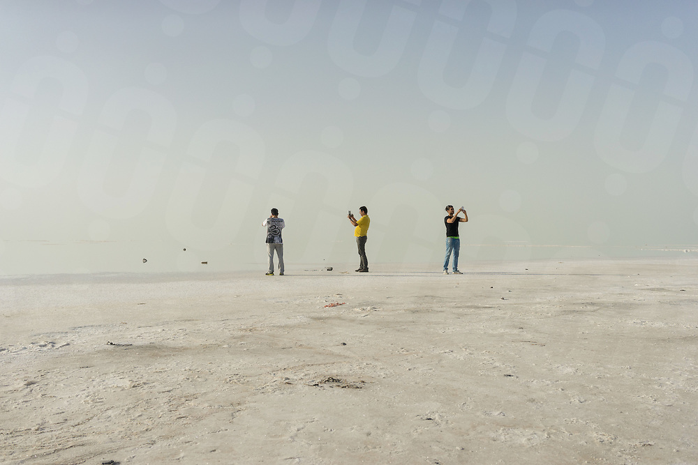 June 08, 2014 - Urmia, Iran. Iranian youths take pictures of the surface of Urmia lake with their smartphones. Despite slow mobile internet connections, Iran has seen a considerable increase of consumers purchasing smartphones. © Thomas Cristofoletti / Ruom