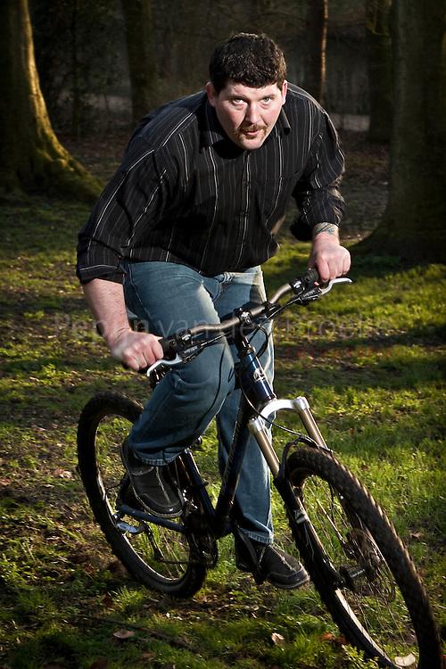 Groningen , noorderplantsoen 19/3/2009 . Kris Kollmer is Amerikaanse expat, woont in Groningen, gaat regeld mountainbiken in Noorderplantsoen. Foto voor verhaal Ambitie. foto: Pepijn van den Broeke