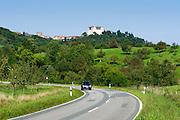 Landstraße, Schloss Lichtenberg, Niedernhausen, Fischbachtal, Odenwald, Hessen, Deutschland | Castle Lichtenberg, Niedernhausen, Fischbachtal, Odenwald, Hesse, Germany