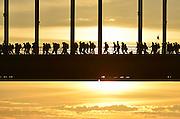 Nederland, Nijmegen, 15-7-2014 Start van de 98e 4 daagse. 43000 deelnemers. Op de Wedren worden de polsbandjes gescand waarna via het centrum en de  waalbrug gelopen wordt naar Bemmel en Elst in de Betuwe en wordt wel de dag van Elst genoemd. De vierdaagse is het grootste wandelevenement ter wereld. FOTO: FLIP FRANSSEN/ HOLLANDSE HOOGTE