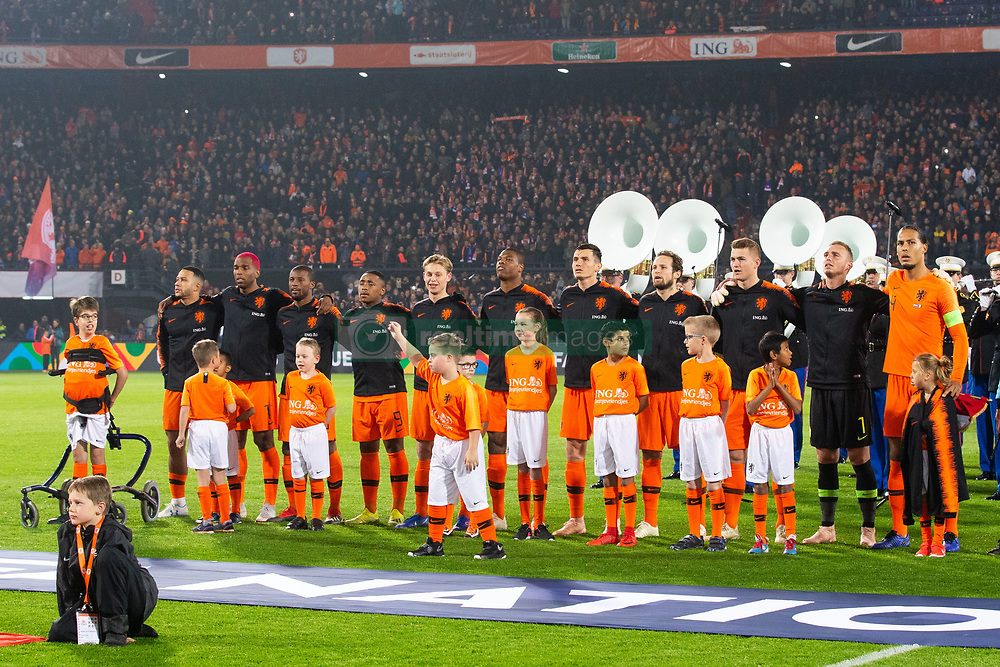 Memphis Depay of Holland, Ryan Babel of Holland, Georginio Wijnaldum of Holland, Steven Bergwijn of Holland, Frenkie de Jong of Holland, Denzel Dumfries of Holland, Marten de Roon of Holland, Daley Blind of Holland, Matthijs de Ligt of Holland, Holland goalkeeper Jasper Cillessen, Virgil van Dijk of Holland, ing oranjevriendjes line up, lineup, child during the UEFA Nations League A group 1 qualifying match between The Netherlands and France at stadium De Kuip on November 16, 2018 in Rotterdam, The Netherlands