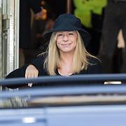 NLD/Amsterdam/20130606 - Barbra Streisand vertrekt bij haar hotel in Amsterdam naar haar concert in de Ziggodome - Barbra Streisand leaving her hotel in Amsterdam on her way to her concert