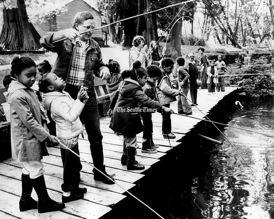 Mount Zion students fished at Springbrook Trout Farm. (Ron De Rosa / The Seattle Times, 1978)