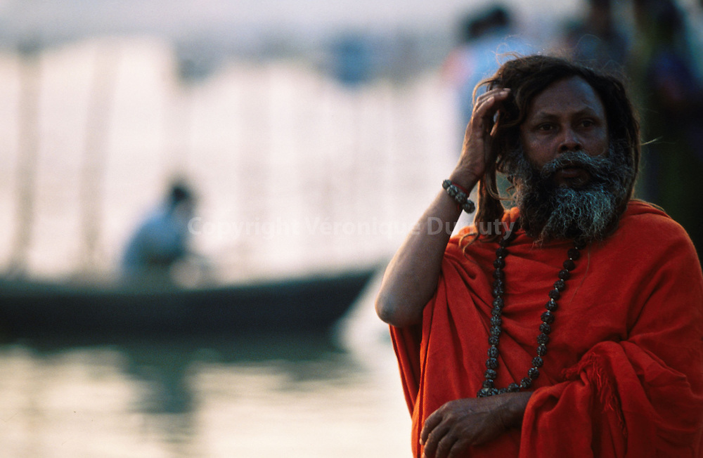 A Saddhu on the banks of the Ganges...un saddhu au bord du Gange