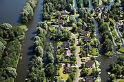 Nederland, Noord-Holland, Broek op Langedijk, 14-07-2008; Gemeente Langedijk; villa's / eengezinswoningen op eilandjes in voormalige veengebied (onderdeel van het 'duizend eilandenrijk'); water en wonen, waterwoning; housing and waater, waterhouses. .luchtfoto (toeslag); aerial photo (additional fee required); .foto Siebe Swart / photo Siebe Swart