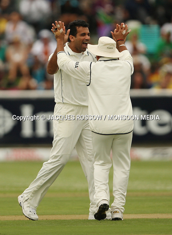 Zaheer Khan and Sachin Tendulkar celebrate the first wicket of Greame Smith during Day 1 of the third and final Test between South Africa and India played at Sahara Park Newlands in Cape Town, South Africa, on 2 January 2011. Photo by Jacques Rossouw / MONSOON MEDIA