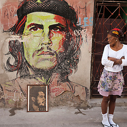 Woman looking at a picture of Che Guevara, La Habana, Cuba, Caribbean.