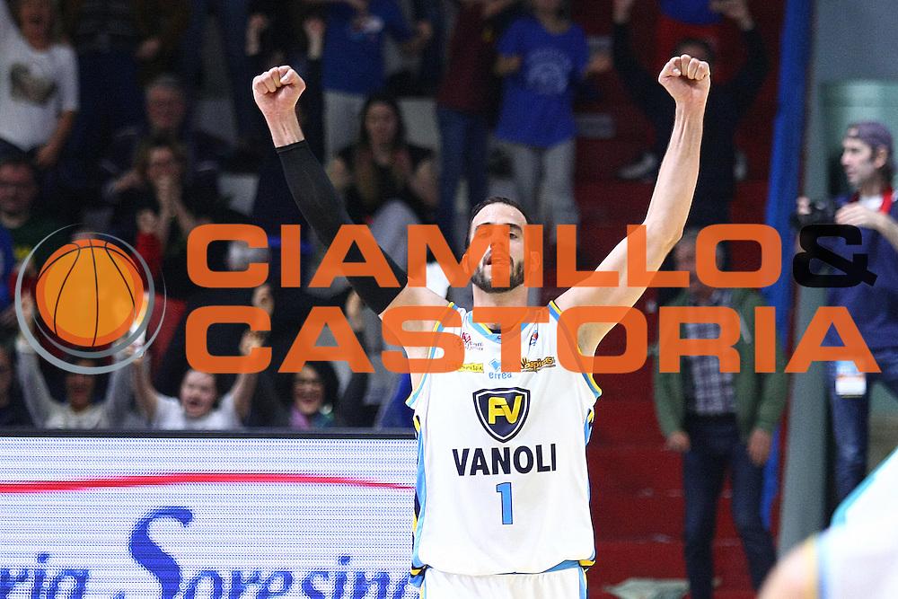 DESCRIZIONE : Cremona Lega A 2015-2016 Vanoli Cremona Acqua Vitasnella Cantu<br /> GIOCATORE : Nikola Dragovic<br /> SQUADRA : Vanoli Cremona<br /> EVENTO : Campionato Lega A 2015-2016<br /> GARA : Vanoli Cremona Acqua Vitasnella Cantu<br /> DATA : 03/04/2016<br /> CATEGORIA : Ritratto Esultanza<br /> SPORT : Pallacanestro<br /> AUTORE : Agenzia Ciamillo-Castoria/F.Zovadelli<br /> GALLERIA : Lega Basket A 2015-2016<br /> FOTONOTIZIA : Cremona Campionato Italiano Lega A 2015-16  Vanoli Cremona Acqua Vitasnella Cantu<br /> PREDEFINITA : <br /> F Zovadelli/Ciamillo