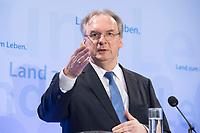 16 MAR 2017, BERLIN/GERMANY:<br /> Reiner Haseloff, CDU, Ministerpraesident Sachsen-Anhalt, waehrend einer Pressekonferenz nach einer Sitzung der Ministerpraesidentenkonferenz, Bundesrat<br /> IMAGE: 20170316-02-006<br /> KEYWORDS: Ministerpr&auml;sidentenkonferenz, MPK