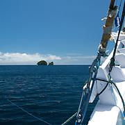 Small islands at the horizon