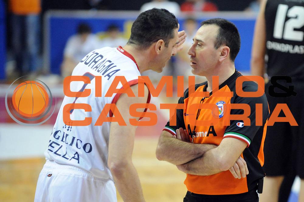 DESCRIZIONE : Biella Lega A 2012-13 Angelico Biella Oknoplast Virtus Bologna<br /> GIOCATORE : Matteo Soragna Carmelo Lo Guzzo Arbitro<br /> CATEGORIA : Delusione<br /> SQUADRA : Angelico Biella Arbitro <br /> EVENTO : Campionato Lega A 2012-2013 <br /> GARA : Angelico Biella Oknoplast Virtus Bologna<br /> DATA : 03/03/2013<br /> SPORT : Pallacanestro <br /> AUTORE : Agenzia Ciamillo-Castoria/Max.Ceretti<br /> Galleria : Lega Basket A 2012-2013  <br /> Fotonotizia : Biella Lega A 2012-13 Angelico Biella Oknoplast Virtus Bologna<br /> Predefinita :