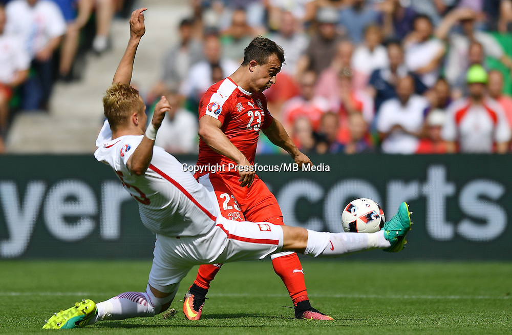 2016.06.25 Saint-Etienne<br /> Pilka nozna Euro 2016<br /> mecz 1/8 finalu Szwajcaria - Polska<br /> N/z Kamil Glik Xherdan Shaqiri<br /> Foto Lukasz Laskowski / PressFocus<br /> <br /> 2016.06.25<br /> Football UEFA Euro 2016 <br /> Round of 16 game between Switzerland and Poland<br /> Kamil Glik Xherdan Shaqiri<br /> Credit: Lukasz Laskowski / PressFocus