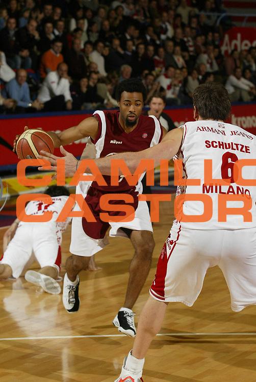 DESCRIZIONE : Milano Lega A1 2005-06 Armani Jeans Olimpia Milano Basket Livorno<br /> GIOCATORE : Dobbins<br /> SQUADRA : Basket Livorno<br /> EVENTO : Campionato Lega A1 2005-2006 <br /> GARA : Armani Jeans Olimpia Milano Basket Livorno <br /> DATA : 18/12/2005 <br /> CATEGORIA : Palleggio<br /> SPORT : Pallacanestro <br /> AUTORE : Agenzia Ciamillo-Castoria/G.Cottini