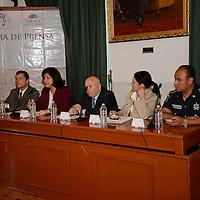 Toluca, México.- Martha Hilda González Calderón, alcaldesa de Toluca e Isidro Pastor Medrano, Secretario del Transporte del Estado de México, en conferencia de prensa anunciaron acciones para el mejoramiento del transporte urbano en el municipio de Toluca. Agencia MVT / Crisanta Espinosa