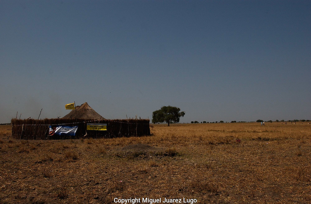 A poll station in the far land of Jonglei State in South Sudan, waits for possible voters during the Referendum for Self determination. (PHOTO: MIGUEL JUAREZ)