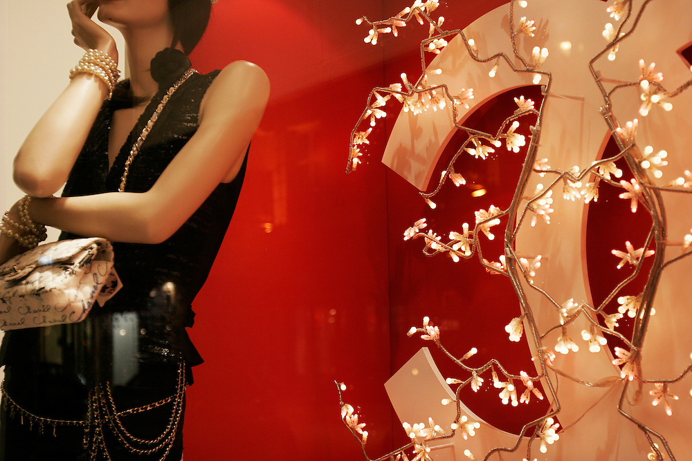 Paris, France. December 19th 2005..Christmas atmosphere (Chanel's window)..