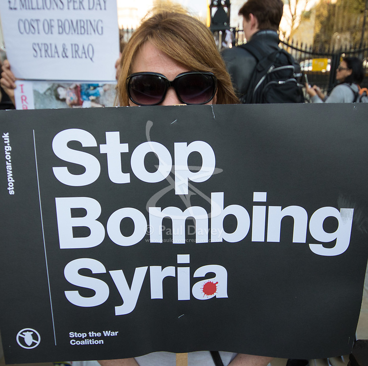 London, April 7th 2017. Anti war protesters demonstrate in London outside Downing Street following the US missile strikes against a Syrian air base in the wake of a suspected chemical attack.. Credit: Paul Davey