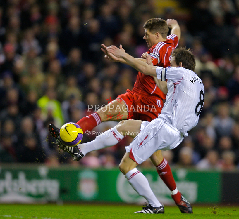 LIVERPOOL, ENGLAND - Saturday, February 2, 2008: Liverpool's captain Steven Gerrard MBE and Sunderland's Dean Whitehead during the Premiership match at Anfield. (Photo by David Rawcliffe/Propaganda)