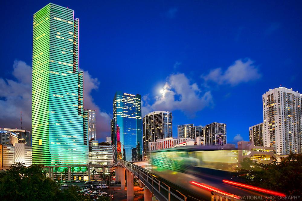Miami Tower & Downtown Miami (1)