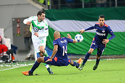 21.10.2015, Volkswagen Arena, Wolfsburg, GER, UEFA CL, VfL Wolfsburg vs PSV Eindhoven, Gruppe B, im Bild Christian Traesch (#15, VfL Wolfsburg), Simon Poulsen (#14, PSV Eindhoven), Maxime Lestienne (#16, PSV Eindhoven) // during UEFA Champions League group B match between VfL Wolfsburg and PSV Eindhoven at the Volkswagen Arena in Wolfsburg, Germany on 2015/10/21. EXPA Pictures © 2015, PhotoCredit: EXPA/ Eibner-Pressefoto/ Hundt<br /> <br /> *****ATTENTION - OUT of GER*****