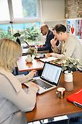 Nederland, Arnhem, 3-10-2012Een ongebruikt lokaal wordt aan ouders verhuurd om dienst te doen als werkruimte op basisschool Heijenoord.Foto: Flip Franssen