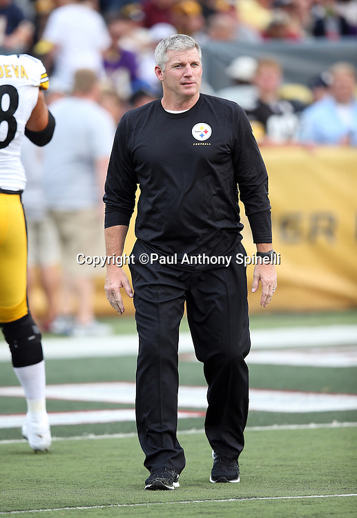 Pittsburgh Steelers offensive line coach Mike Munchak watches pregame warmups before the 2015 NFL Pro Football Hall of Fame preseason football game against the Minnesota Vikings on Sunday, Aug. 9, 2015 in Canton, Ohio. The Vikings won the game 14-3. (©Paul Anthony Spinelli)