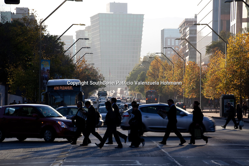 Santiago's new Commercial district, Providencia and Las Condes.<br /> Distrito comercial de Santiago, Chile.    Mayo de 2012. Patricio Valenzuela Hohmann