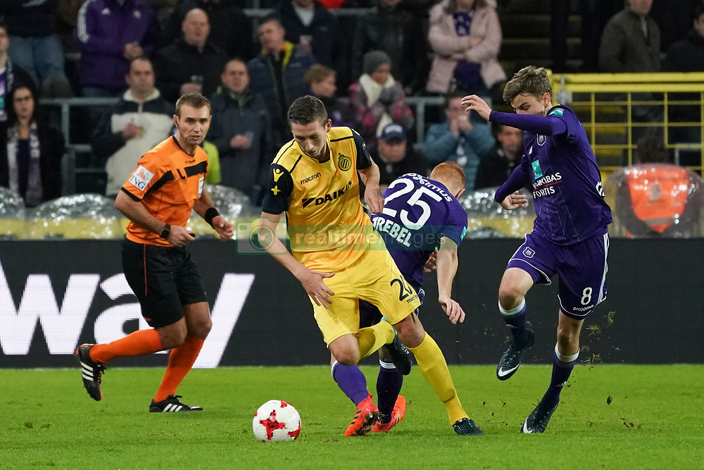 November 5, 2017 - Brussels, BELGIUM - Club's Hans Vanaken and Anderlecht's Pieter Gerkens fight for the ball during the Jupiler Pro League match between RSC Anderlecht and Club Brugge, in Brussels, Sunday 05 November 2017, on the fourteenth day of the Jupiler Pro League, the Belgian soccer championship season 2017-2018. BELGA PHOTO BRUNO FAHY (Credit Image: © Bruno Fahy/Belga via ZUMA Press)