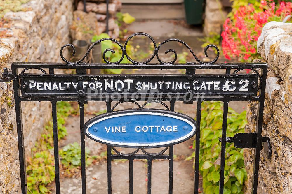 An amusing sign on a Uk gate
