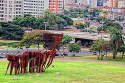 Monumento aos Açorianos é um monumento da cidade de Porto Alegre, em homenagem à chegada, em 1752, dos primeiros sessenta casais açorianos que povoaram a cidade. A obra possui 17m de altura por 24m de comprimento. FOTO: Marcos Nagelstein/Preview.com