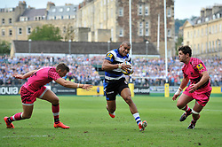 Jonathan Joseph of Bath Rugby spots a gap in the London Welsh defence - Photo mandatory by-line: Patrick Khachfe/JMP - Mobile: 07966 386802 13/09/2014 - SPORT - RUGBY UNION - Bath - The Recreation Ground - Bath Rugby v London Welsh - Aviva Premiership